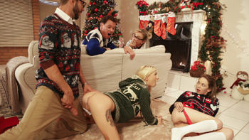Angel Smalls & Kenzie Reeves in Christmas Family Sex