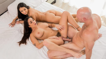 Karlee Grey & Sofi Ryan in Our First Celebrity Hook-Up